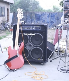 22_utopian-bands-guitars-1