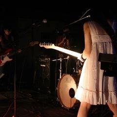 22_utopian-bands-hang-on-the-box-1